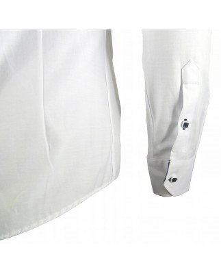 642b11468740 Idealna jeżeli szukasz białej koszuli z modnym przeszyciem wzdłuż linii  guzików oraz granatowym kołnierzykiem .